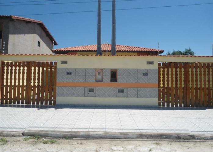 Casa com 2 dormitórios e 2 banheiros a venda em Itanhaém.