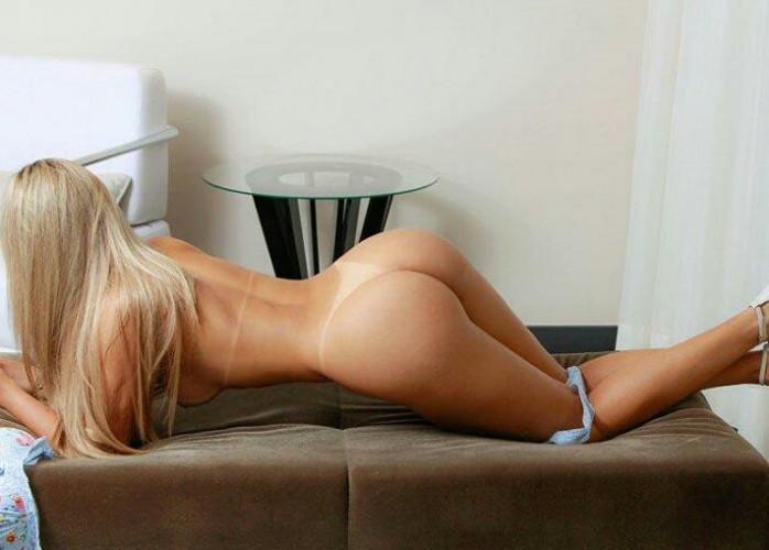 Camilinha sexy e safadinha na cama