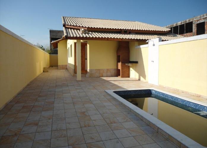 Vende casa em Itanhaém com garagem para 1 carros, churrasqueira e piscina!