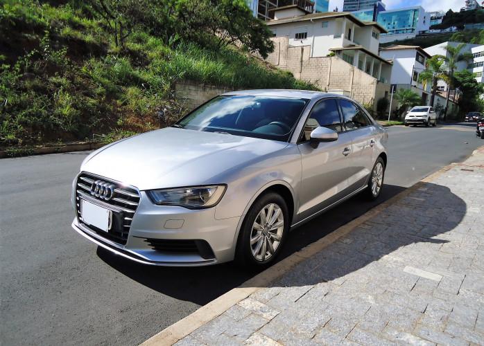 Audi A3 Attraction 1.4 TFSI S Tronic Único - impecável novo.