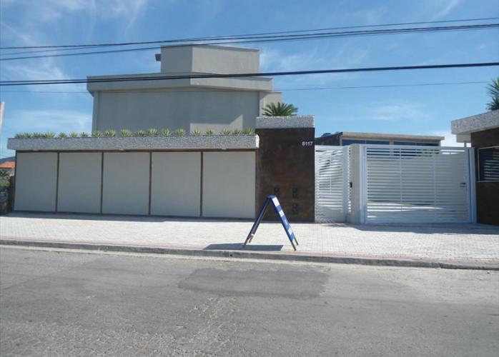 Sobrado em condomínio com piscina, a venda em Itanhaém.