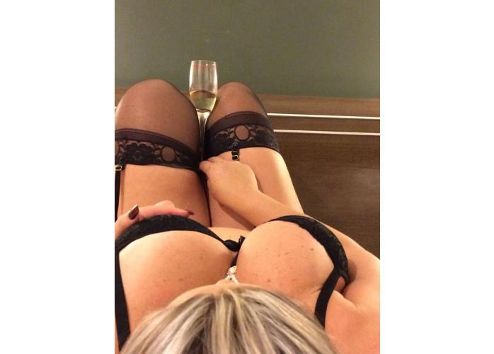 Promoção da Leona, massagem com finalizado por apenas cem reais venha conferir.