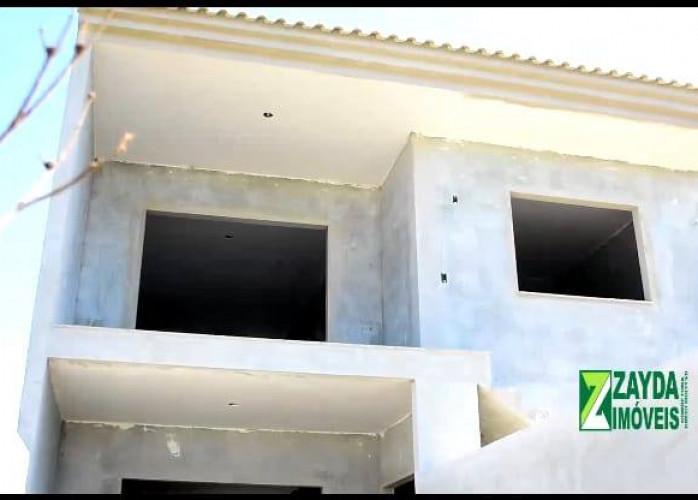 Casa independente com garagem e área em Rio das Ostras/Barra de São João.