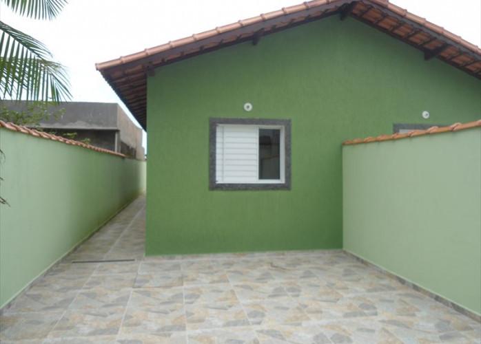 Vende casa em Itanhaém com garagem para 2 carros!