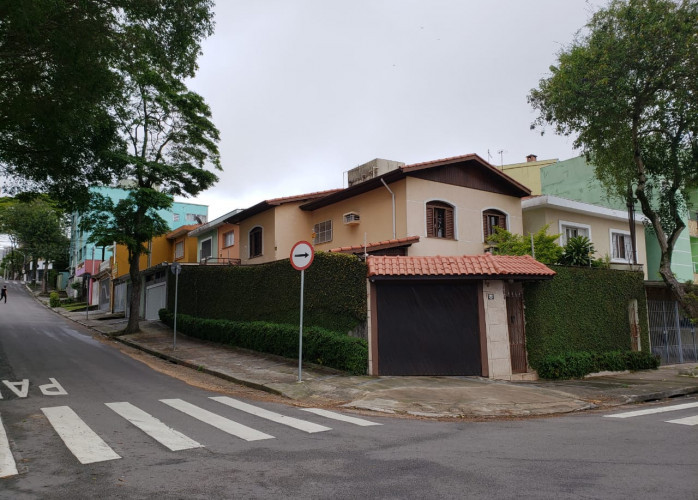 Lindo Sobrado 3 Dormitórios 5 Vagas 174 m² na Vila Alzira - Santo André.