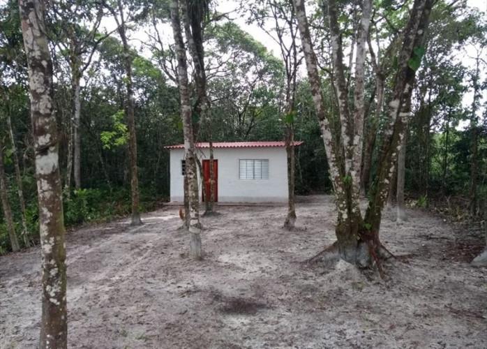 Quarto e banheiro, escriturado a venda em Itanhaém.