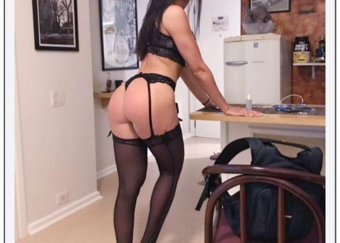 Sara, sua namoradinha iniciante no sexo anal 120,00 com local 24hs,