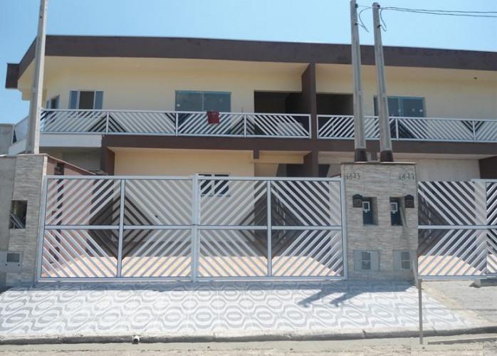 Vende casa em Itanhaém com garagem para 3 carros!