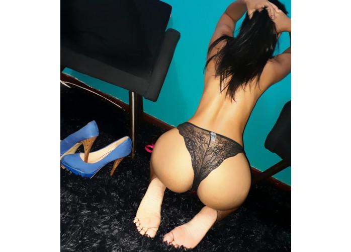 a mais submissa das mulheres gosto de fazer anal com paus grandes e grossos, local 24 horas por dia