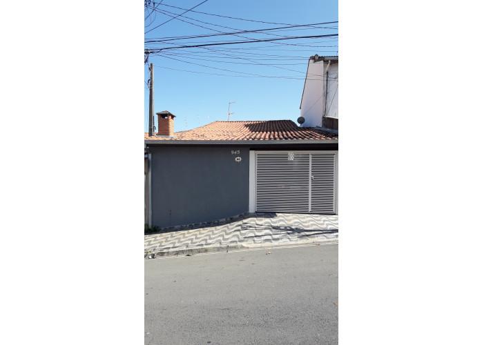 Vende-se casa Térrea com 2 quartos grande, 1 banheiro, sala ampla, cozinha.