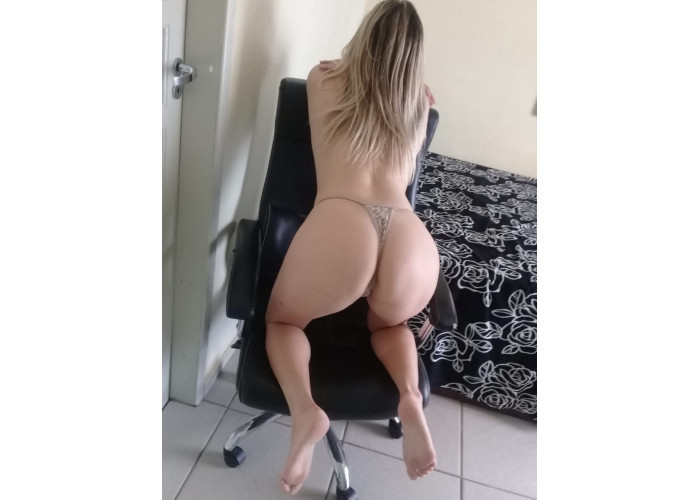 Suelem loirinha baixinha com massagem e sexo
