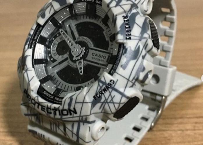 Relógio G Shock GA110 Branco Camuflado Riscado