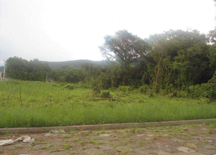 Terreno escriturado a venda parcelado em Itanhaém.