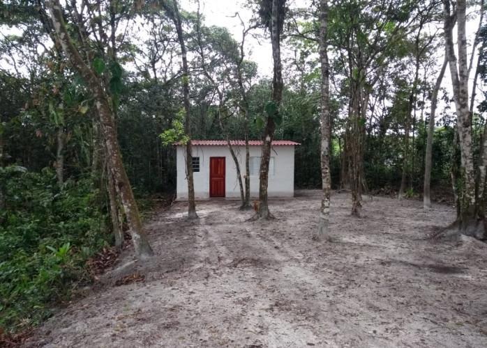 Casa escriturada em área de chácara, a venda em Itanhaém.
