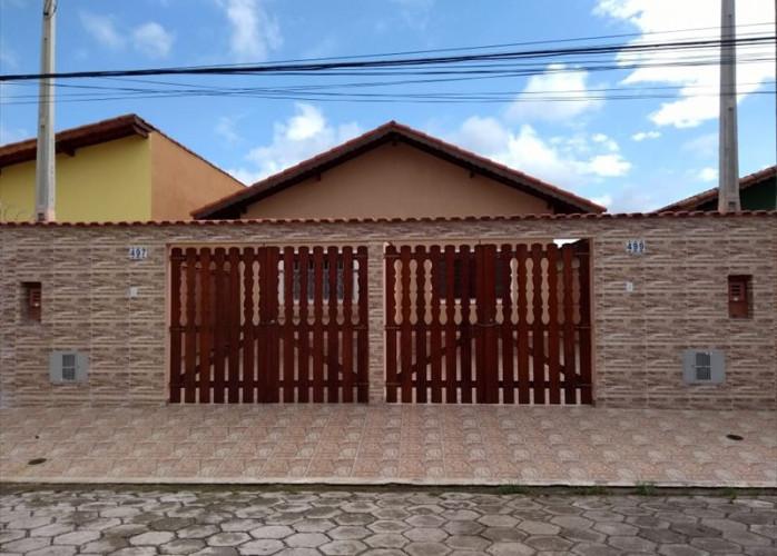 Casa com churrasqueira coberta em Itanhaém.
