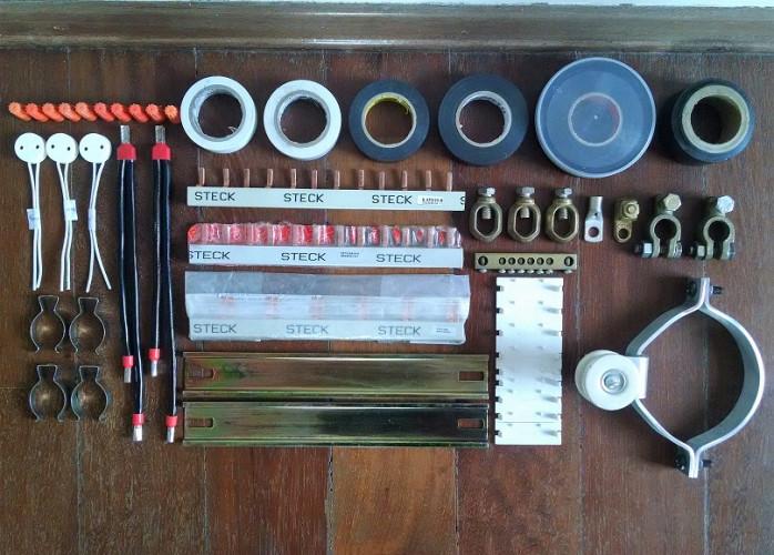 Barramento STECK Bifásico e Trifásico, cabos, tampas, terminais Isolantes e Suportes novos