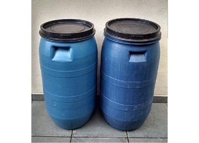 Bombonas plástica capacidade 80 Litros de alta resistência azuis com tampa de pressão seminovas