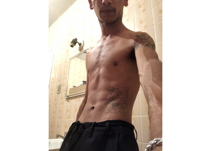 Sou versátil! Moreno claro, magro, corpo legal. Algumas tattoos, alargador, boa pinta. Chamaaaa