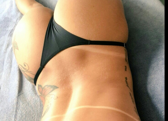 Princesinha tatuada, estilosa louca para fazer vocês relaxarem para homens de bom gosto