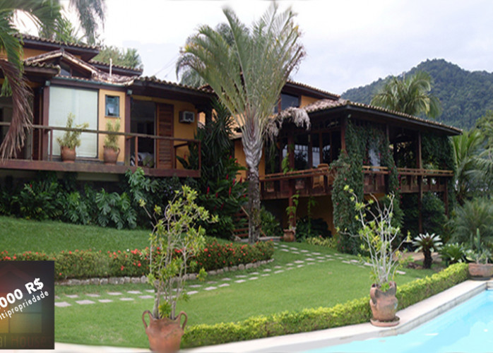 Linda casa com vista deslumbrante no Condomínio Portogalo.