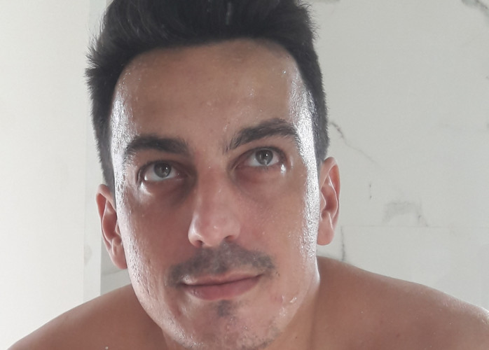 Moreno atraente sigilo