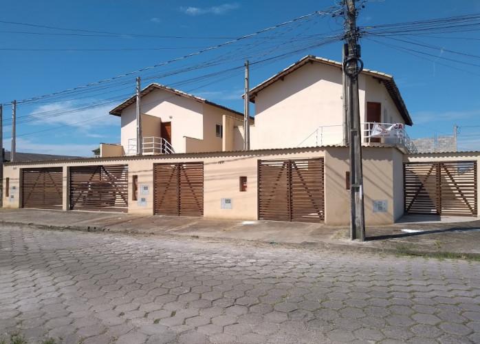 Vende casa em Itanhaém com 2 dormitorios.