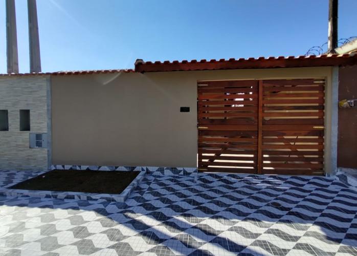 REF:423572 Casa Nova a venda em Mongaguá, á 480 metros da Praia.