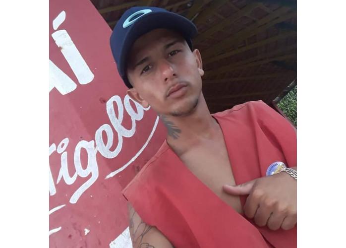 Moreno 19 anos tatuado,realizo desejos das mulheres,