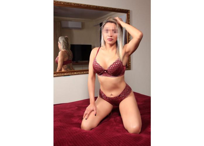 Yara baixinha  com sexo e massagem