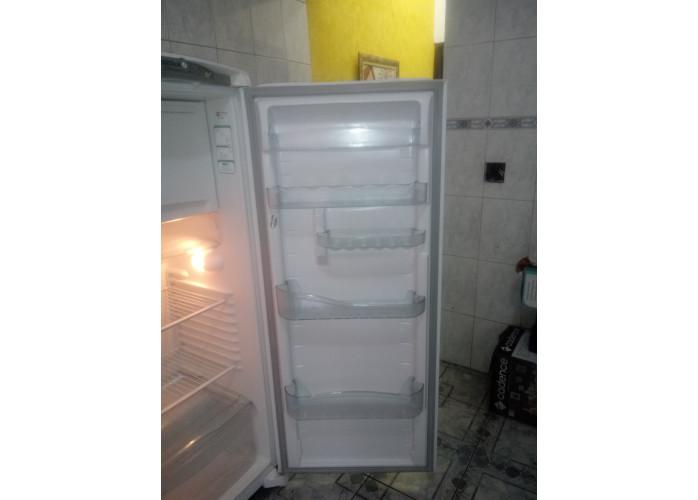 Geladeira Consul frost free semi nova