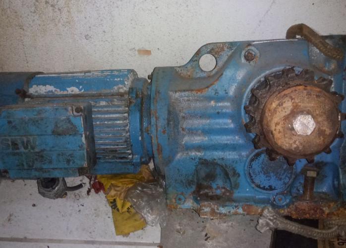Motor redutor trifasico