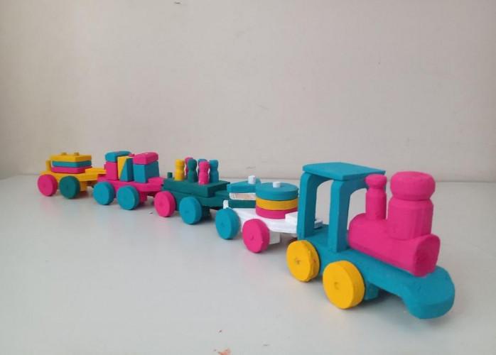 Trenzinho educativo colorido e em madeira