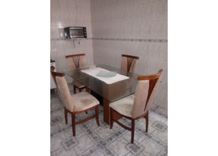 Mesa de jantar semi-nova