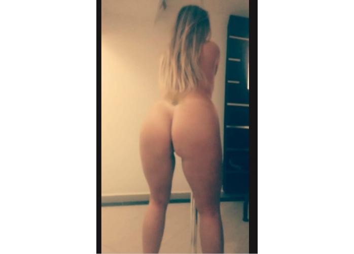 Larissa loira gostosa hoje comm promoção de rapidinha atendo sozinha ou em dupla 😈😈😈😈😈😈