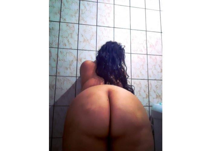 Gordinha da bunda grande que gosta de anal e faz Vídeo chamada de sexo