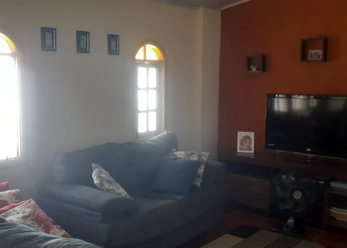 Vende-se Casa com ESCRITURA no Jardim Jaqueira