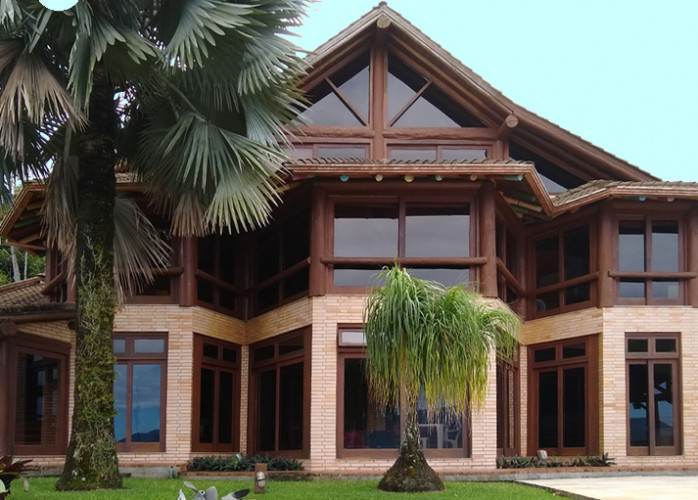 Mansão de estilo balinês contemporâneo com vista maravilhosa