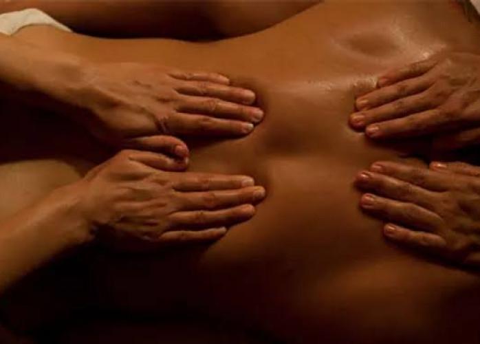 Massagem 4 Mãos em maca aquecida