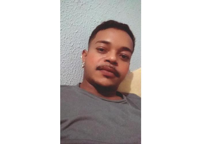 Moreno 23 anos c/ local