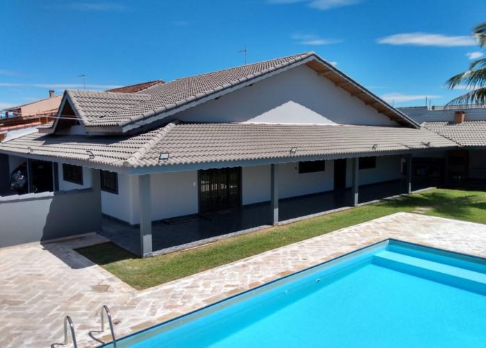 Casa Térrea 4 Dormitórios 284 m² com Piscina em Peruíbe. A 200 metros da praia! Sala 04 ambientes, copa/cozinha planejad