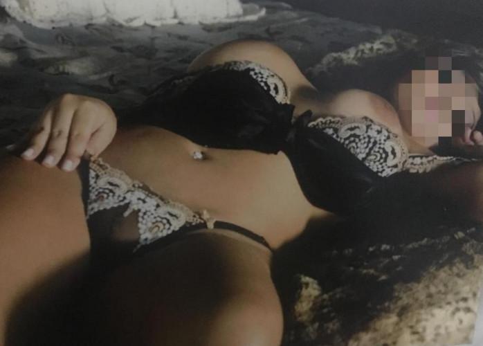 Yumi mestiça oriental, discreta e estilo namoradinha.