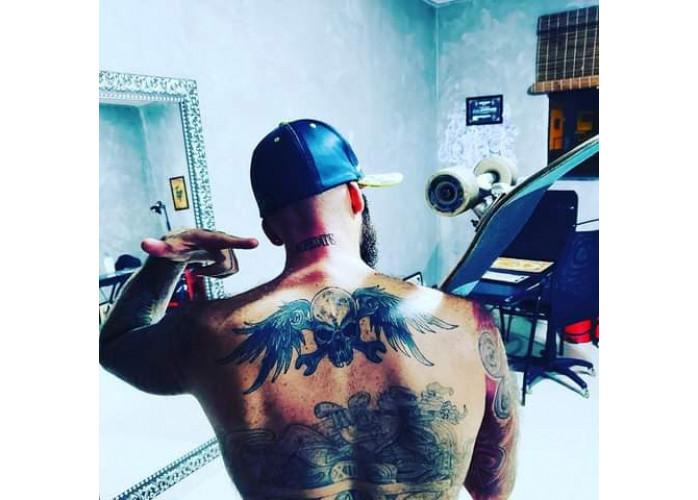Tatuado acompanhante luxo quente