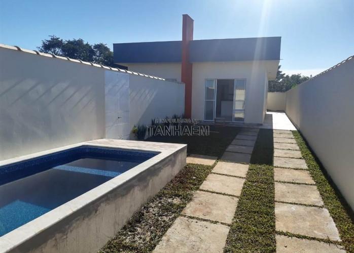Casa com piscina a venda em Itanhaém.