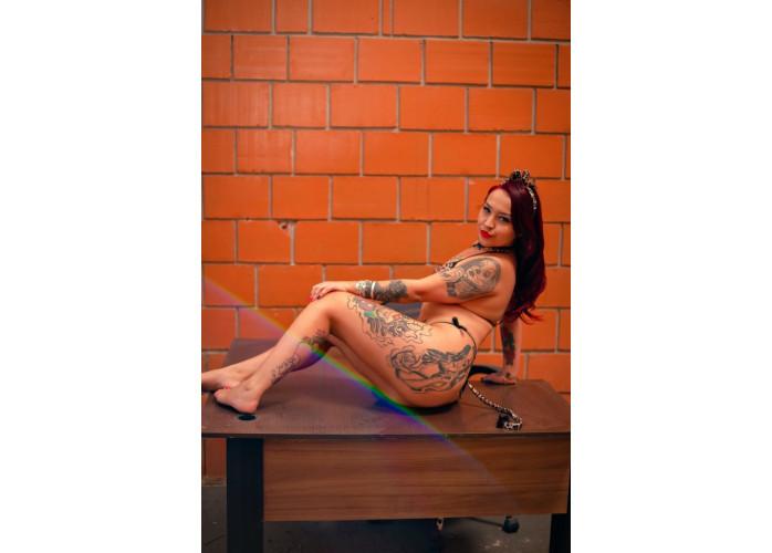 Ruiva tatuada de alto padrão apertadinha e super quente atendimento 24 horas